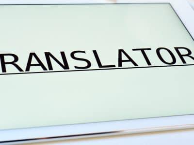 Tradução simultânea facilita comunicação - Por Korn Traduções